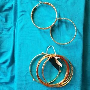 Jewelry - NWT Simple and pretty bangle and earring set